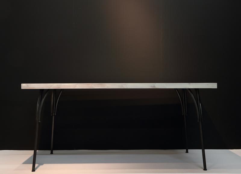新テーブル
